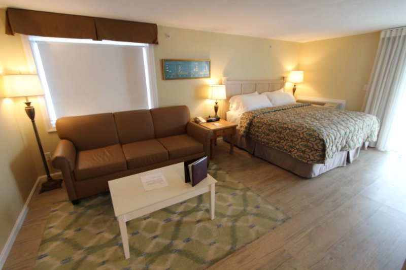 Cape Cod Resort, private beach, great location many amenities.8/25 thru 09/01/17, holiday rental in Falmouth