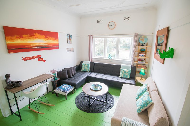 2BDR+parking at Bondi Beach,opp park& organic coffee., vacation rental in Kingsford