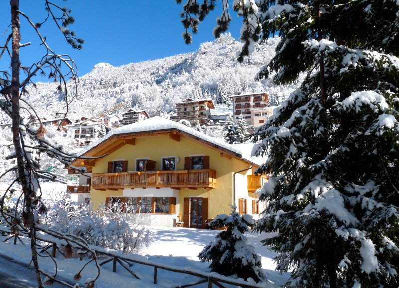 Casa Nonni: spazioso e luminoso appartamento sul Lago di Molveno, vakantiewoning in Calavino