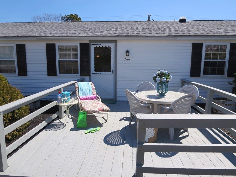 Benvenuto in The Beach Nook! Sedetevi fuori e godetevi il caffè del mattino o un cocktail serale - 60 Broadway Unit 3 West Yarmouth Cape Cod - New England Vacation Rentals