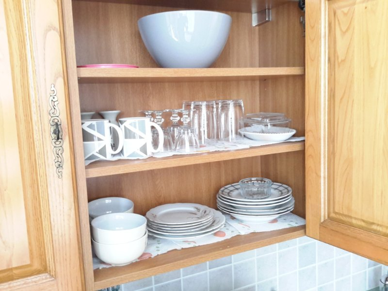 The crockery is provided for 4 persons.