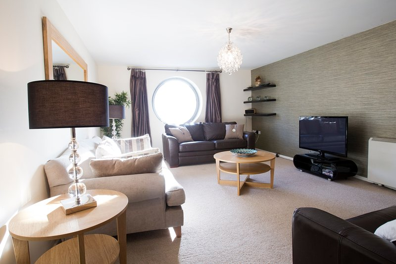 The spacious lounge has views of river, plus TV, DVD, iPod docking station and loads of seating