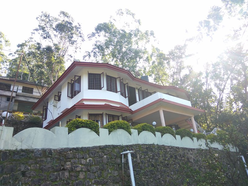 Bright holidays, holiday rental in Valparai
