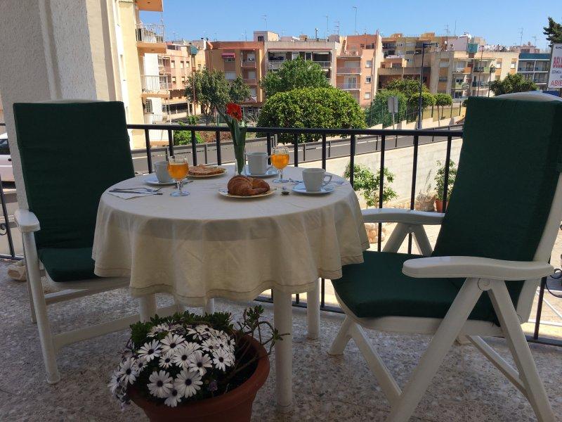 terraço privado com vista para a rua Jadin e Cova.