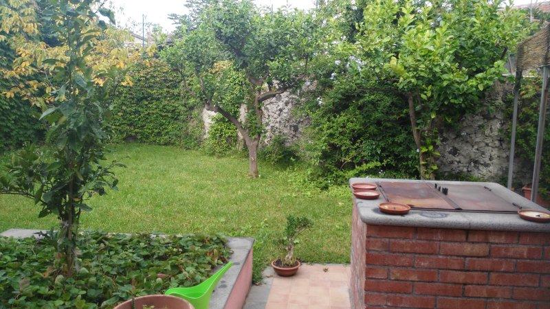 Deliziosa casa indipendente con giardino, holiday rental in Trecastagni