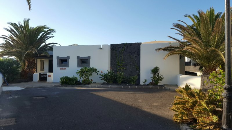 Quiet location down a cul de sac of 1 other villa. 5 Mins to restaurants, bakery and bars