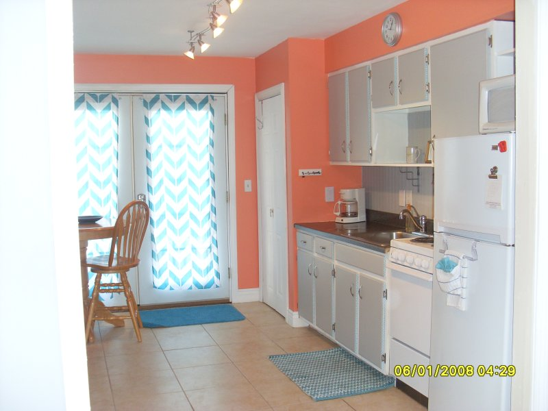 Newly Renovated Top Floor 1 Bedroom Suite, vacation rental in Hampton