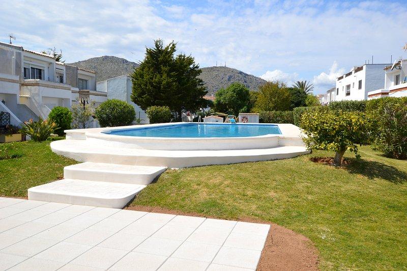 BONITO APARTAMENTO CON PISCINA PUERTO DE ALCUDIA - DEL SOL, location de vacances à Alcudia
