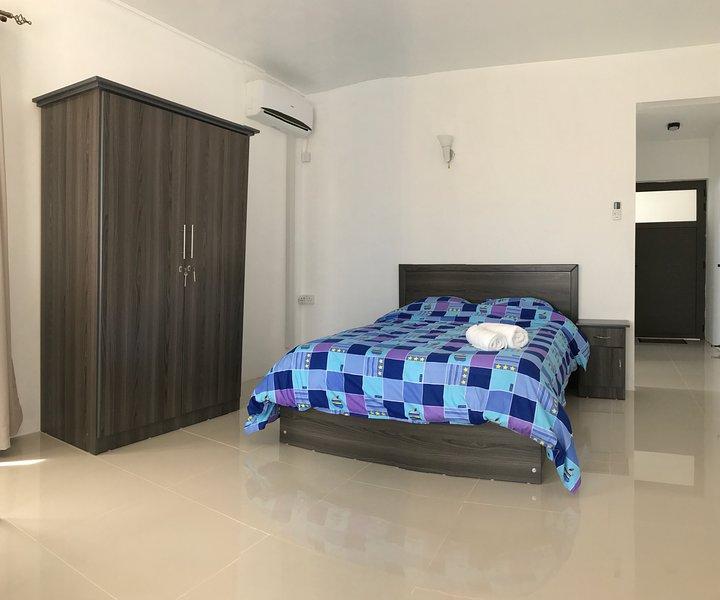 habitación con aire acondicionado.