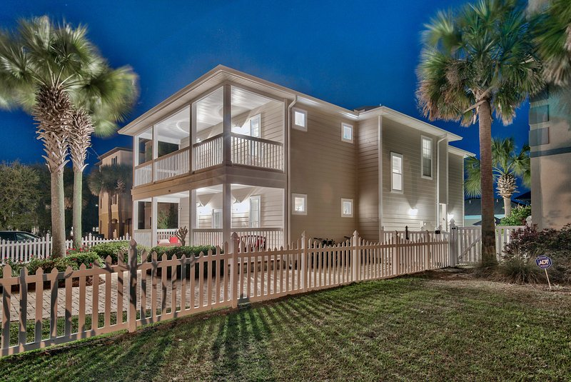 Sand Dollar, Gorgeous 6 Bed w/PRIVATE POOL, Beach service set up included – semesterbostad i Destin