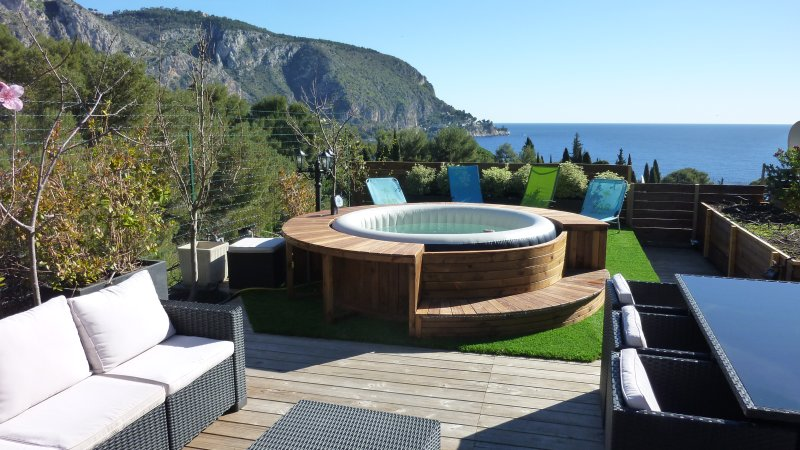 Roof top terrace with 360 ° panoramic views, brand new jacuzzi, outdoor kitchen, barbecue !