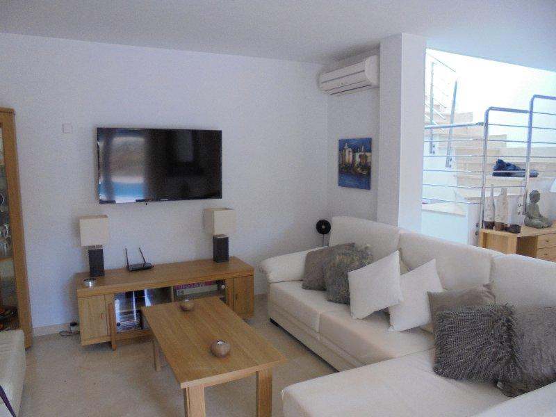 Large Lounge Area With Flat Screen TV, UK Satellite & Leather Corner Sofa & Armchair