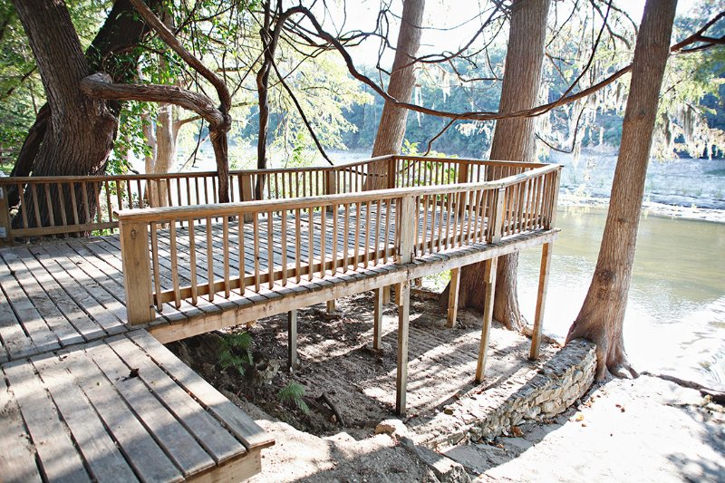 Cabin on the Chute- Great River Road Location- Sleeps 15!, location de vacances à New Braunfels