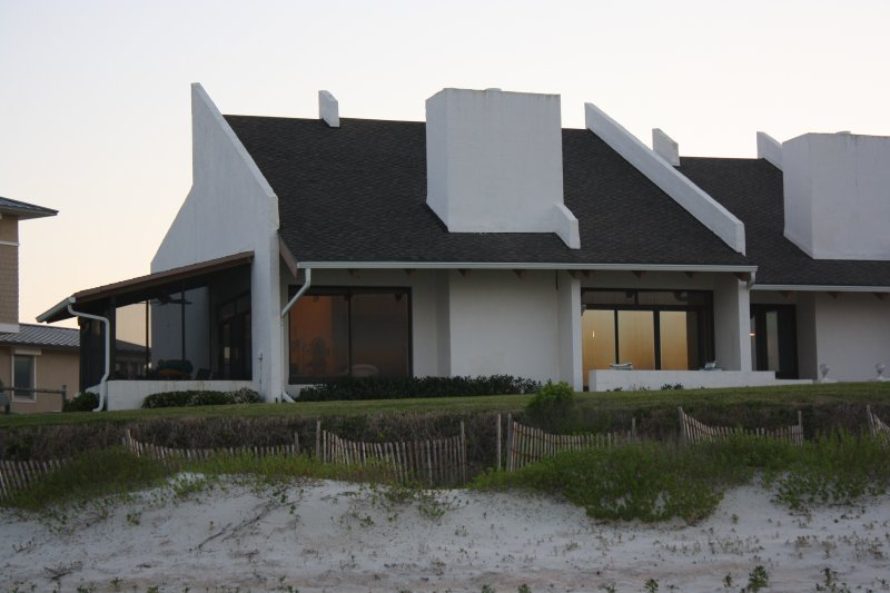 Captivating View/COMPLETE RENOVATION- 4BR/3BA Ocean Front/New Smyrna Beach, FL, vacation rental in New Smyrna Beach