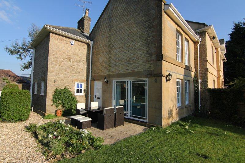 Gleb Cottage at Manse Manor Hall, casa vacanza a Seaborough