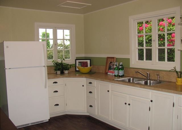 Jane' Creek Cottage-Remodeled Close to Campus & Town (Professionally Managed), vacation rental in Arcata