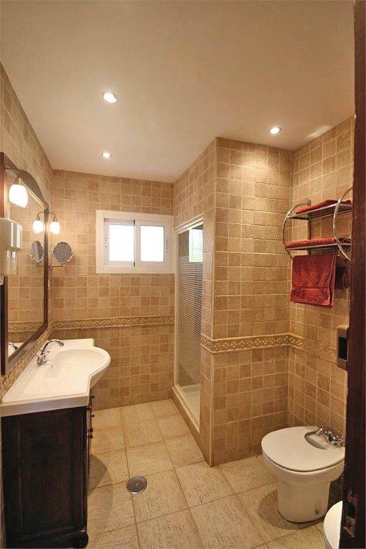 Deuxième salle de bain avec douche à l'italienne