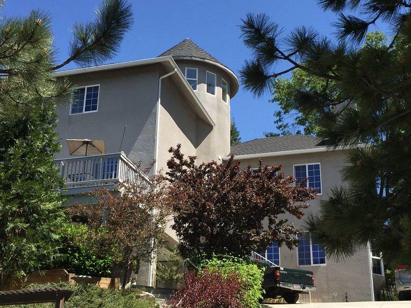 Enjoy the beautiful scenery at this Lake Arrowhead vacation rental lodge!