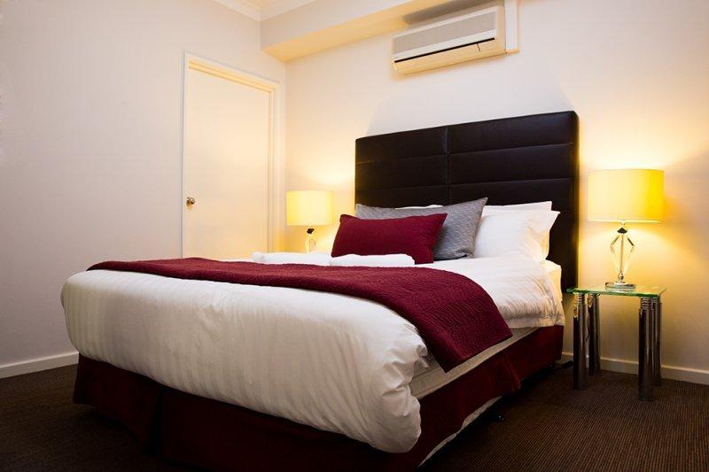 THE IDEAL LOCATION IN PERTH- 2 Bedroom apartment close to OPTUS STADIUM, alquiler vacacional en Perth