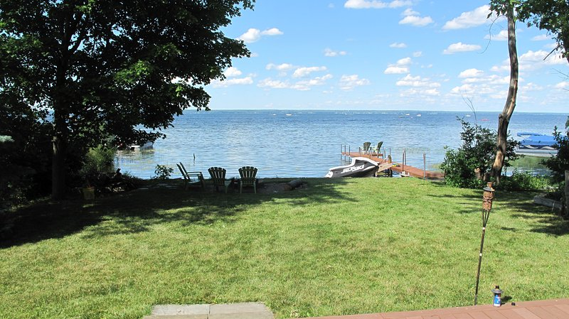 Billington Bay Getaway - Custom Home w/100' Frontage w/Dock on Oneida Lake, vacation rental in Constantia