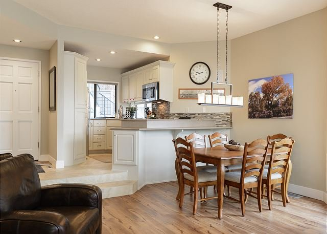 Dining area to the kitchen