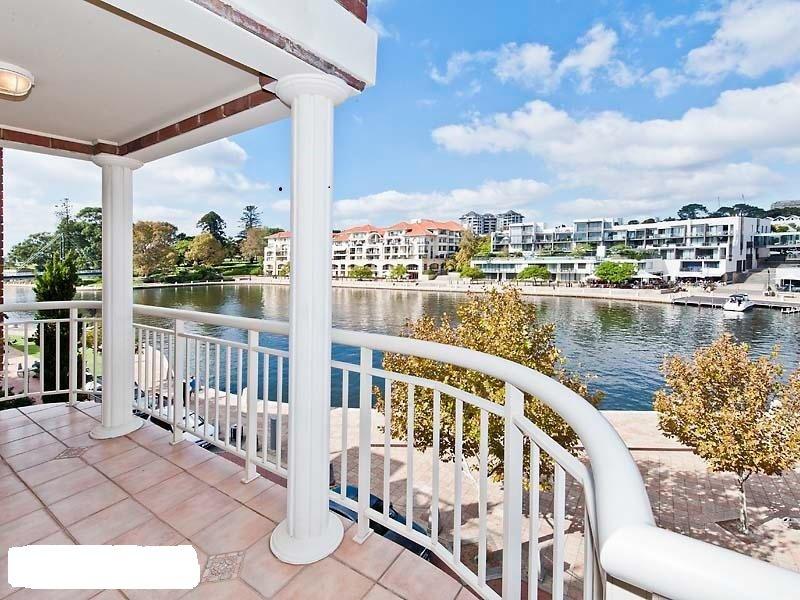 EXCLUSIVE WATERFRONT APARTMENT - 2 Bed 2 bath apartment  - Walking distance t, alquiler vacacional en Perth