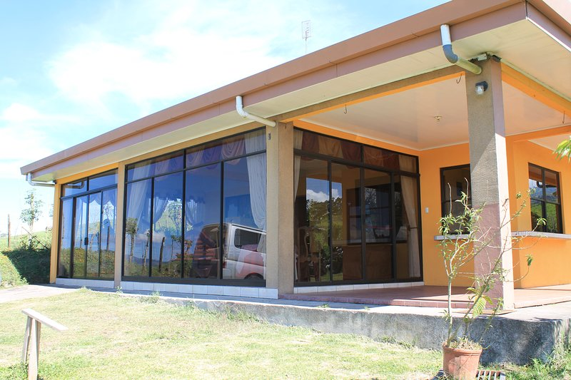 Casa Cipreses - Vacation Rental, vacation rental in Province of Cartago