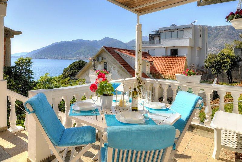 Appartamento Bayview Tivat, con balcone che si affaccia sulla baia di Kotor