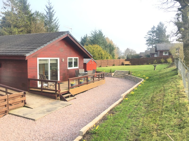 Woodpecker Lodge close to Mabie Forest, Dumfries, vacation rental in Kirkpatrick Durham