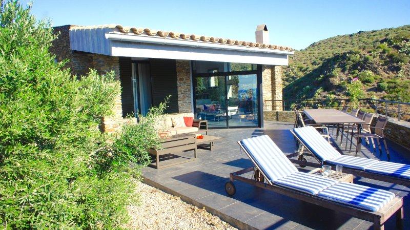 Charmant Familie huis met privezwembad en uitzicht op zee, alquiler vacacional en Cadaqués