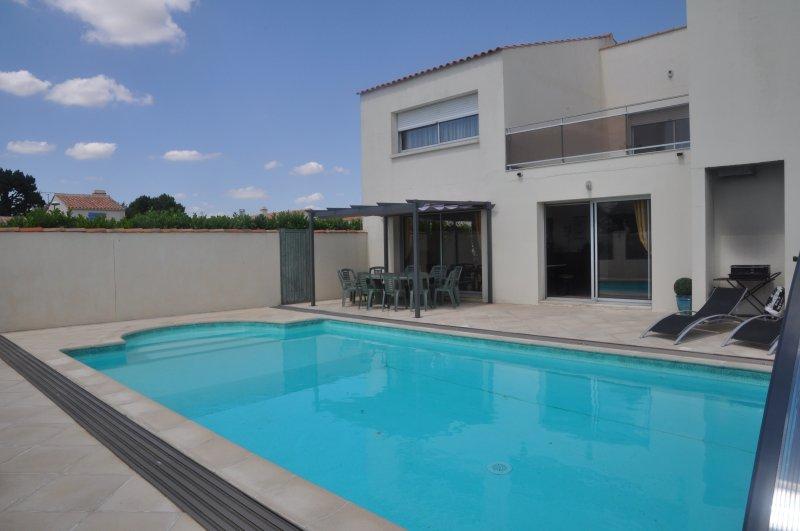 Villa confortable a 200 metres de la mer, holiday rental in Saint-Hilaire-la-Foret