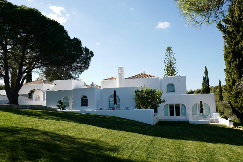 Casa Arte - Villa de rêve à louer au coeur de l'Algarve, location de vacances à Bensafrim