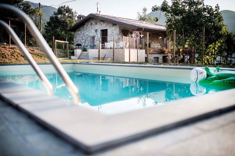 Family friendly farmhouse with pool, holiday rental in Villa Collemandina