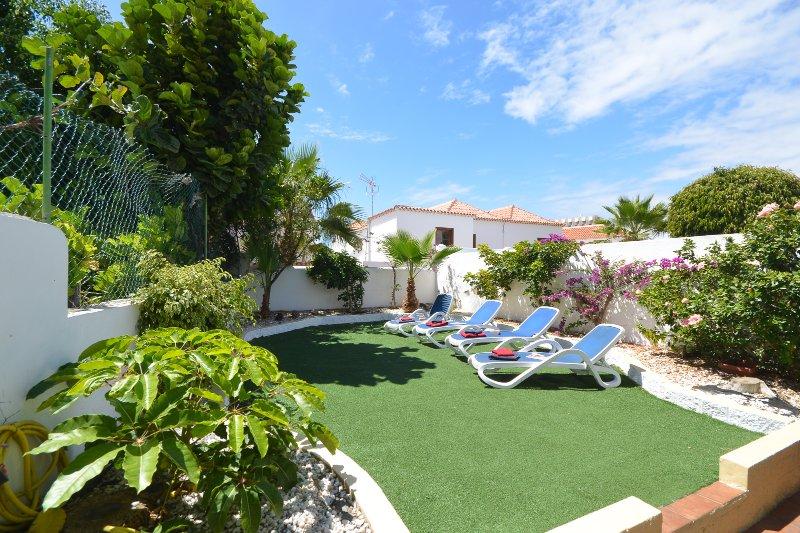 Villa Tricia. Attractive 6 Bedroom Villa. Communal Heated Pool. Las Americas., holiday rental in Playa de las Americas