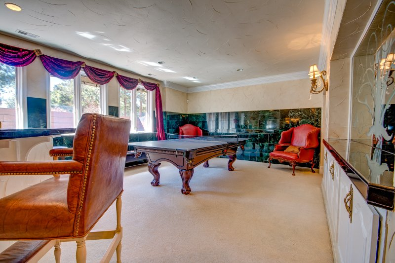 LL Bathroom, Sofa, Bar, Pool & Ping Pong Tables, 10 ' ceilings, Theater, Music