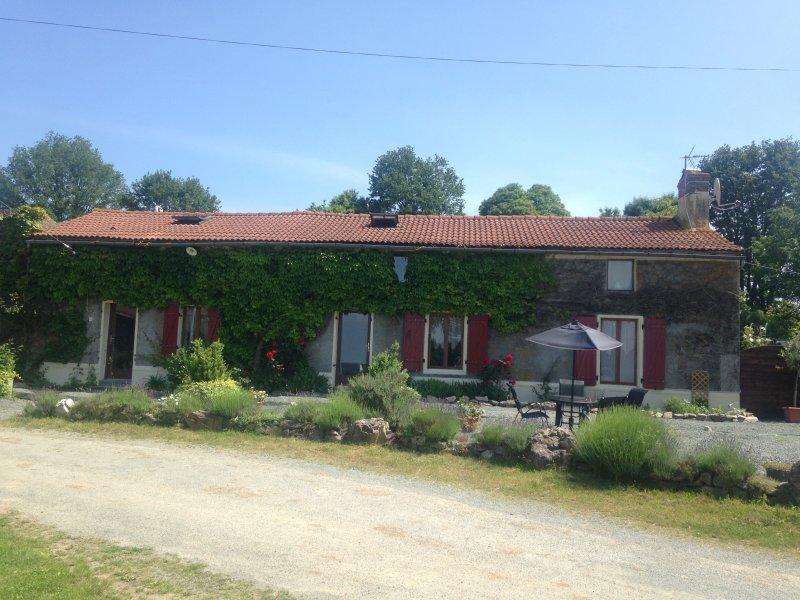 Laboulegites Farmhouse - Peaceful picturesque, ideal for exploring SW France