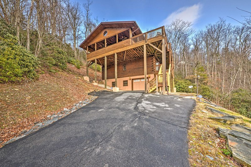 Incredible Boone Cabin w/Unrivaled Mountain Views!, alquiler de vacaciones en Blowing Rock