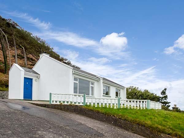 ROSSBIEGH BEACH No 1, all ground floor, woodburner, pet-friendly, Glenbeigh, aluguéis de temporada em Glenbeigh