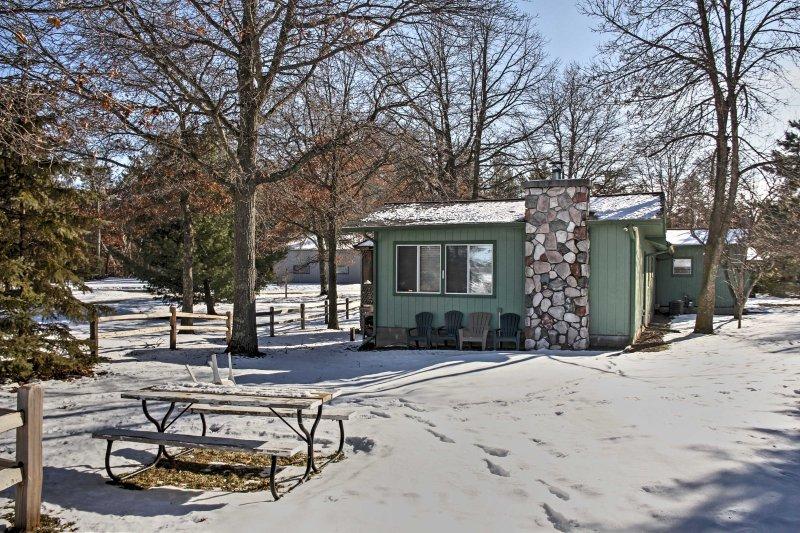 Escape para esta 4 quartos, 2 casas de banho cabine aluguer de férias em Pequot Lakes.
