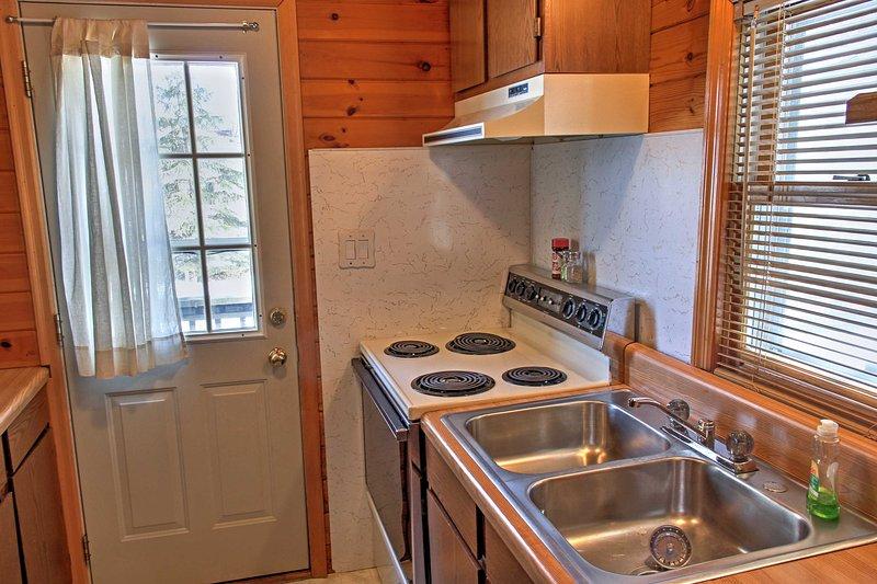 A cozinha bem equipada na cabine 2 irá tornar mais fácil para agarrar um lanche tarde da noite.