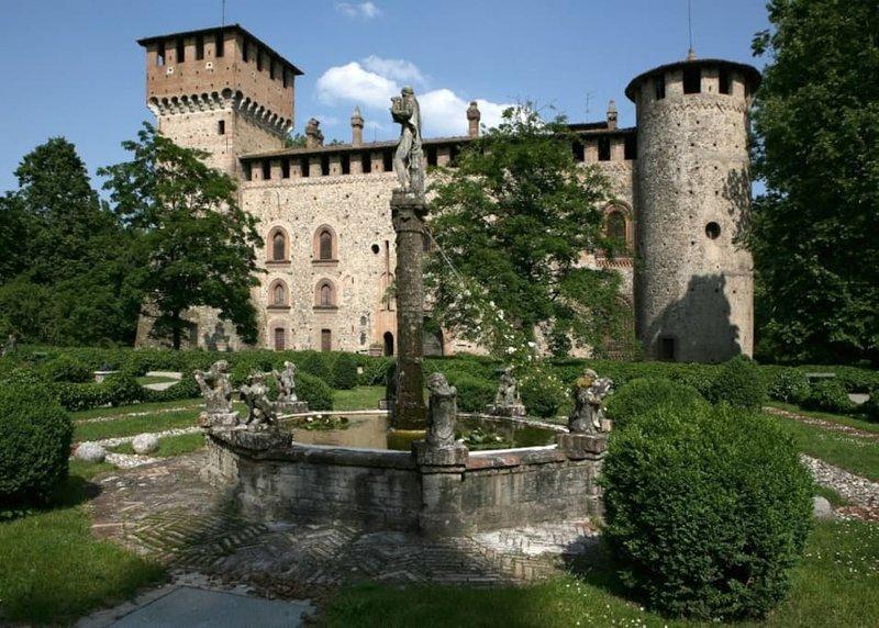 Borgo di Grazzano Visconti 14 km