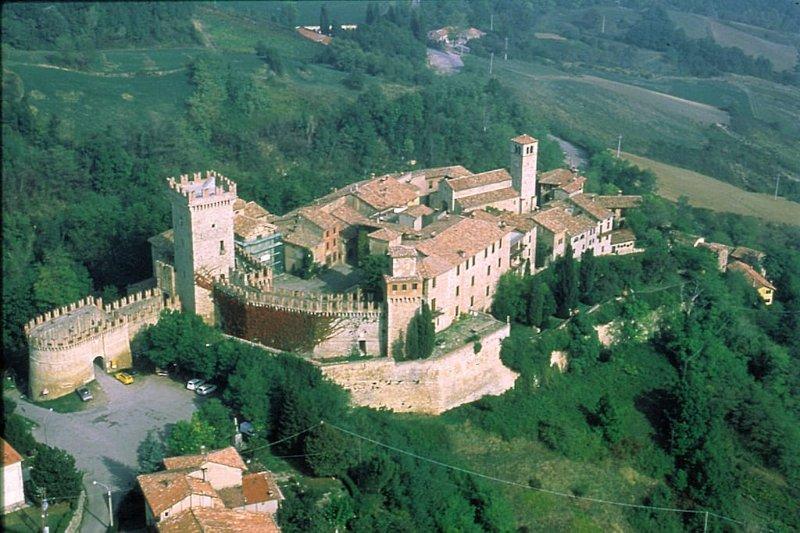 Borgo di Vigoleno 44 km