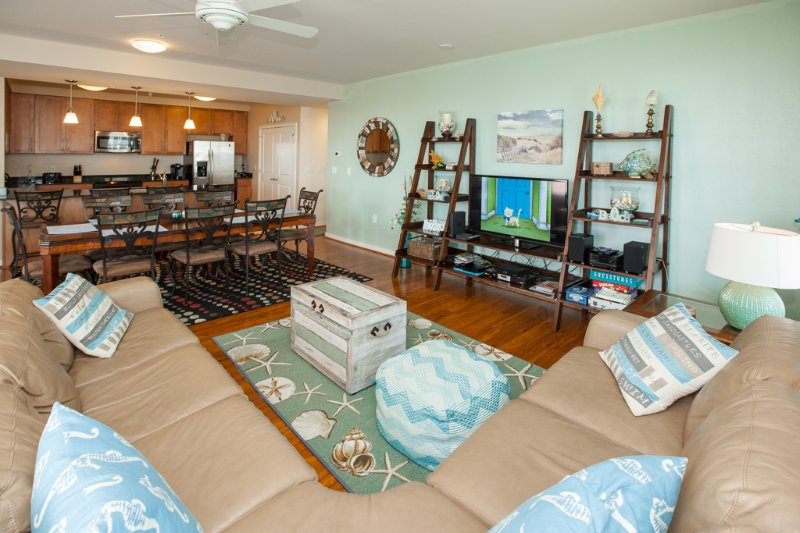 Indoors,Room,Shelf,Living Room,Dining Room