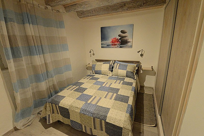 Cosy little modern-rustic apartment in Corfu center, location de vacances à Corfu Town