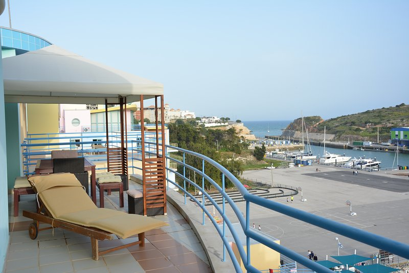 Albufeira Marina Penthouse, holiday rental in Sesmarias