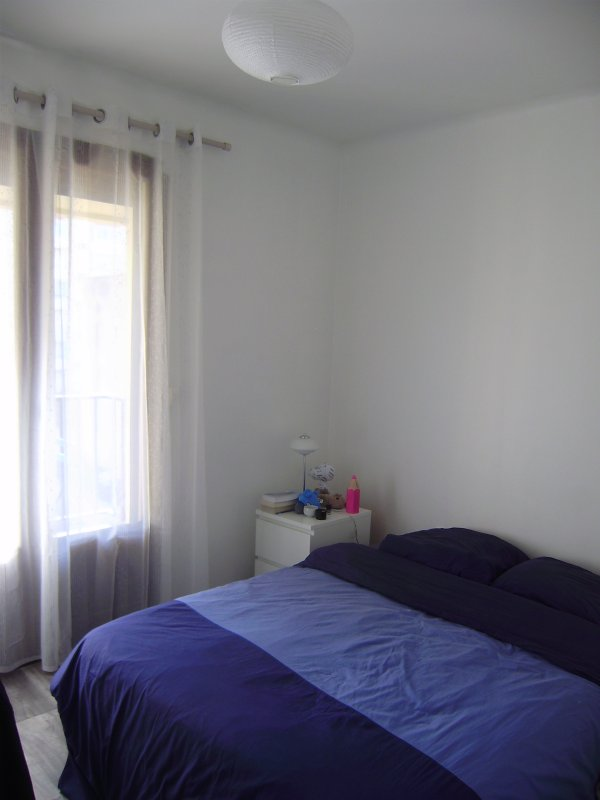 double bedroom with wardrobe and desk, overlooking the small terrrasse