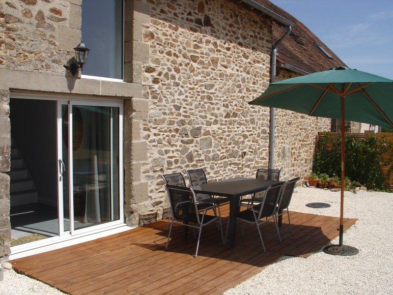 Barn conversion with private terrace and WiFi, casa vacanza a Ladignac le Long