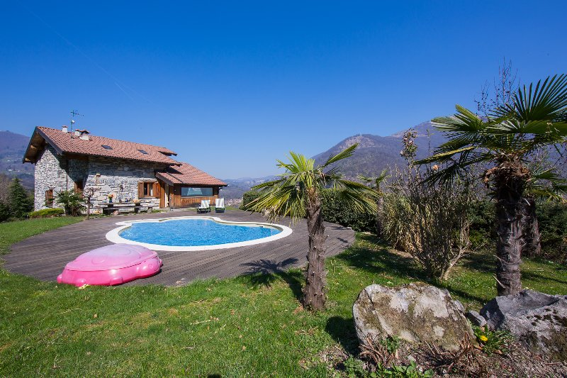 Macchero Villa Sleeps 8 with Pool Air Con and WiFi - 5841246, vacation rental in San Fedele Intelvi