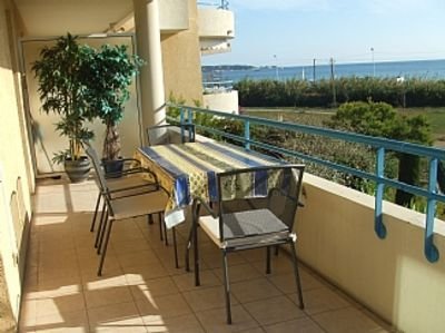 Stunning apartment with panoramic views of sea and hills with beach on doorstep, alquiler vacacional en Juan-les-Pins