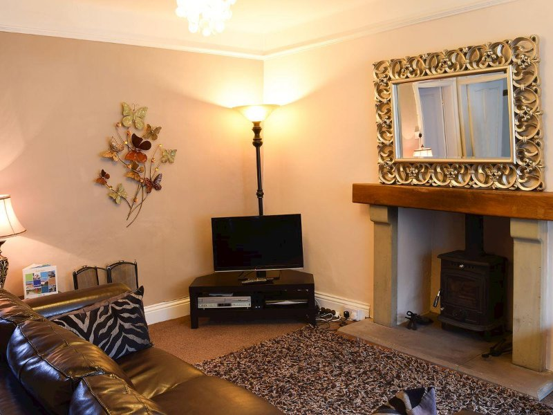 Craven House Lounge With Solid Fuel Burner - Seats 5 - Recently Refurbished